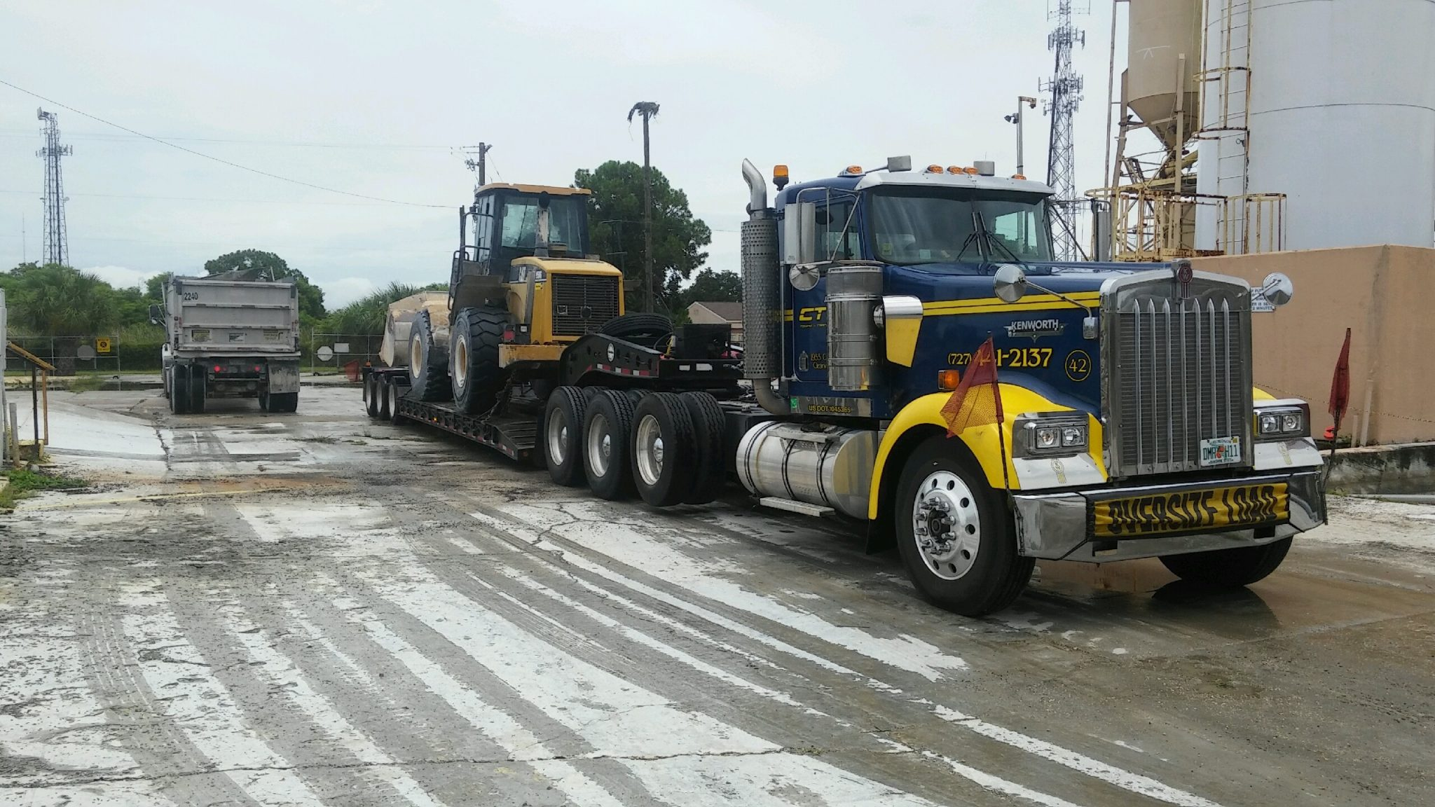 Heavy tow lowboy loader by CTS Tow truck